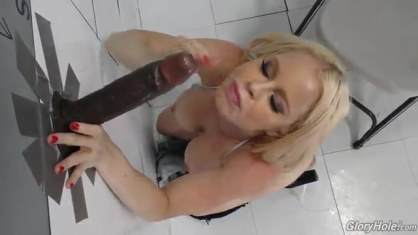 Racy bitch with silicone Tits sucks the bolt Negra