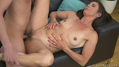 Mature lady spread her slingshot to make a youthful fellow member